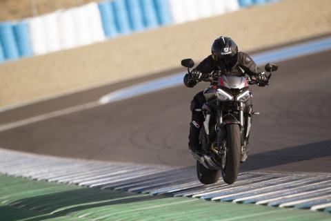 Aktionen für Triumph-Neumotorräder