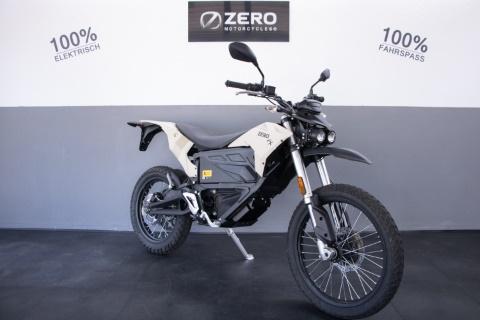 Zero Motorräder mit Autoführerschein fahren